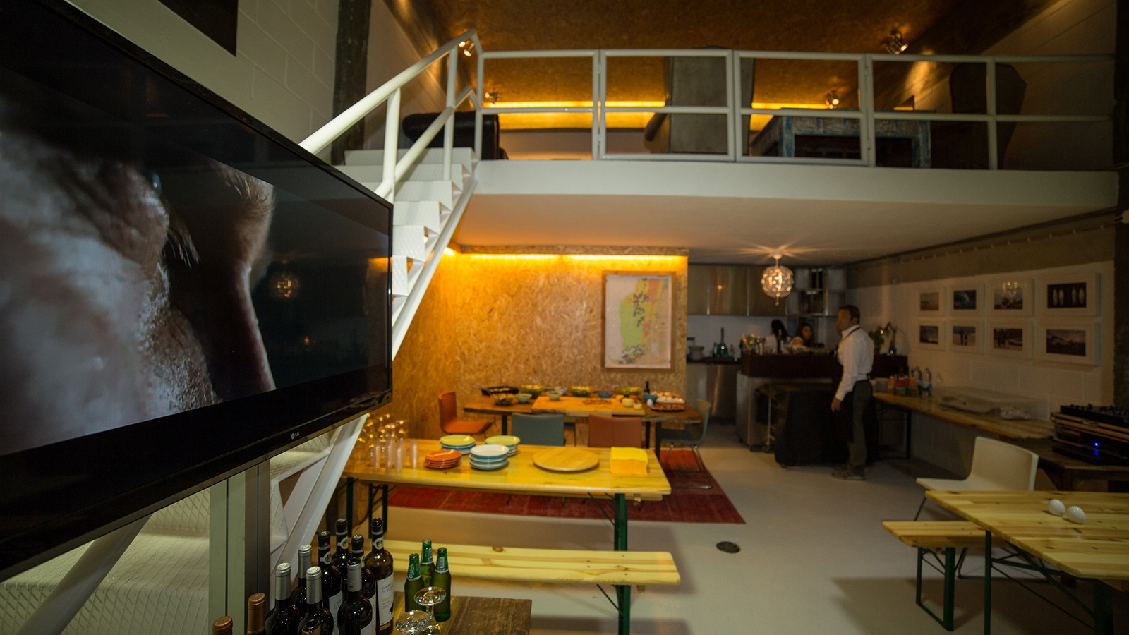 Mercedes-Bens-Lounge&Garage.jpg